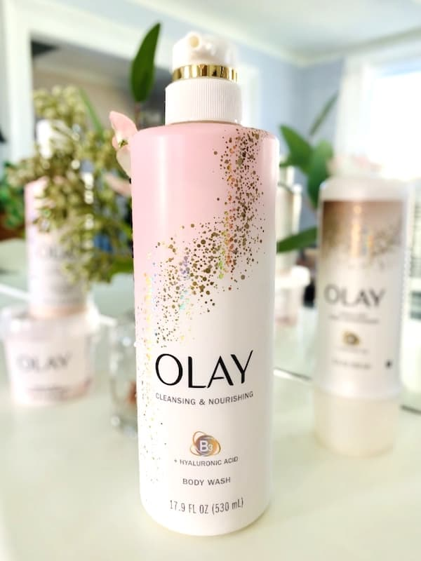 Olay Cleansing & Nourishing Vitamin B3 + Hyaluronic Acid Body Wash